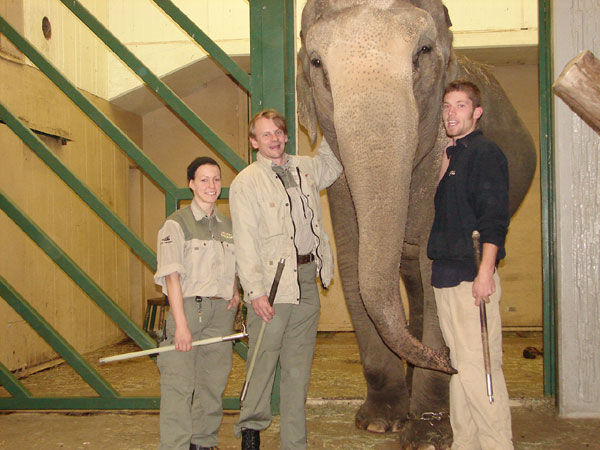 Saba with keepers Emilie Olander and Dan Koehl. Right Sabas former keeper Guillioume Rebis